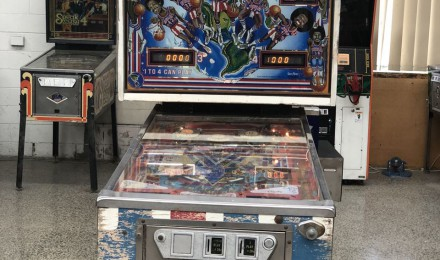 harlem globetrotters pinball machine SOLD